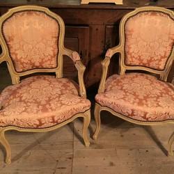 Paire de fauteuils cabriolet de style Louis XV