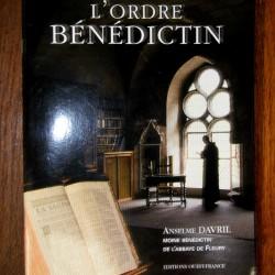 Moine religieux livre l'ordre bénédictin objet religion