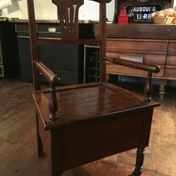 Ancienne chaise percée, fauteuil d'aisance