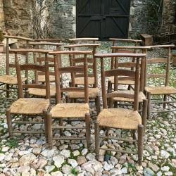 Lot de 11 prie-Dieu en bois assises paillées