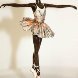 ballerine en bronze très bon état Signé MANGREB