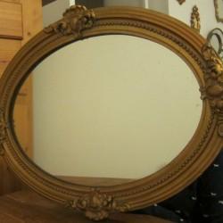 miroir ovale moulure sculptée dorée