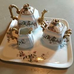 service à thé porcelaine peinte