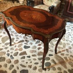 Table  marquetée de style Louis XV