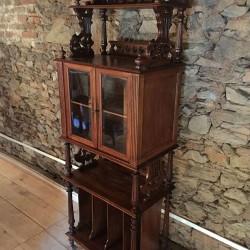 Ancien meuble à partitions avec vitrine