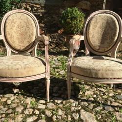 Paire de fauteuils dossiers médaillon Style Louis XVI