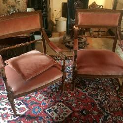 Paire de fauteuils bas de style Louis XVI