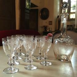 Carafe et 9 verres à pieds cristal gravé