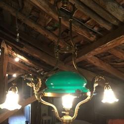 Très grand lustre bronze et laiton opaline verte