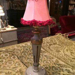 Lampe à poser ancienne en bois laqué gris rechampi or