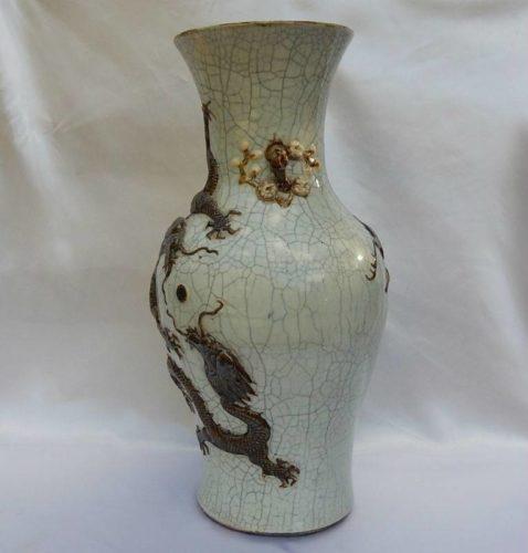 ancien grand vase de chine craquel au d cor dragon ail en relief hauteur 43cm. Black Bedroom Furniture Sets. Home Design Ideas