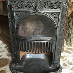 Poêle à charbon en fonte insert de cheminée ancienne