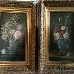 Deux huiles sur toile formant pendants. Bouquets de fleurs