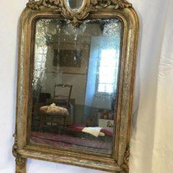 Adorable miroir cadre stuqué doré