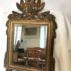 Petit miroir Louis XVI bois sculpté doré