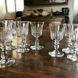 Lot de huit verres cristal.