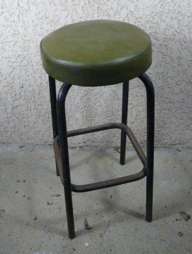 tabouret ancien d 39 atelier en m tal. Black Bedroom Furniture Sets. Home Design Ideas