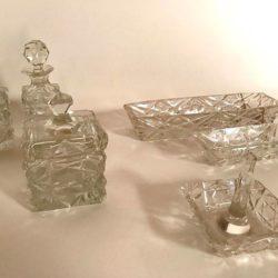 Nécessaire de toilette en cristal taillé comprenant