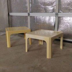 Paire de table basse en plastique dans le goût de magistretti, années 60