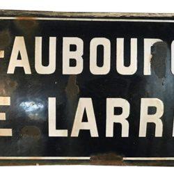 Ancienne plaque de rue émaillée, bombée. 25 x 50 cm