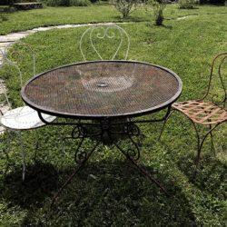 Ancien mobilier de jardin en fer