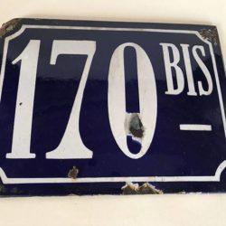 Ancienne plaque émaillée bombée, numéro de rue