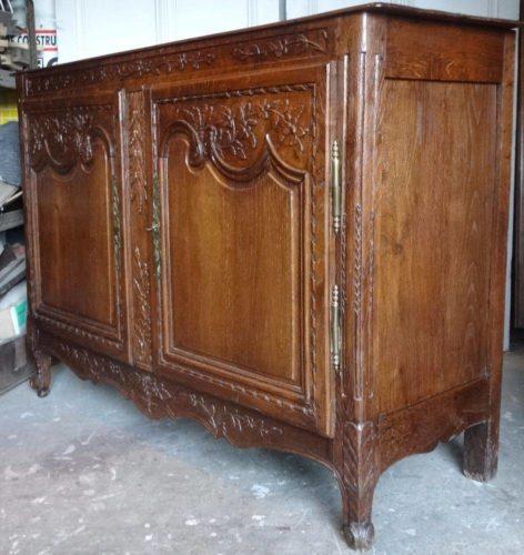 buffet ou bahut normand avec vaisselier en ch ne sculpt. Black Bedroom Furniture Sets. Home Design Ideas