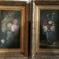Deux huiles sur toile formant pendants. Bouquets de fleurs.