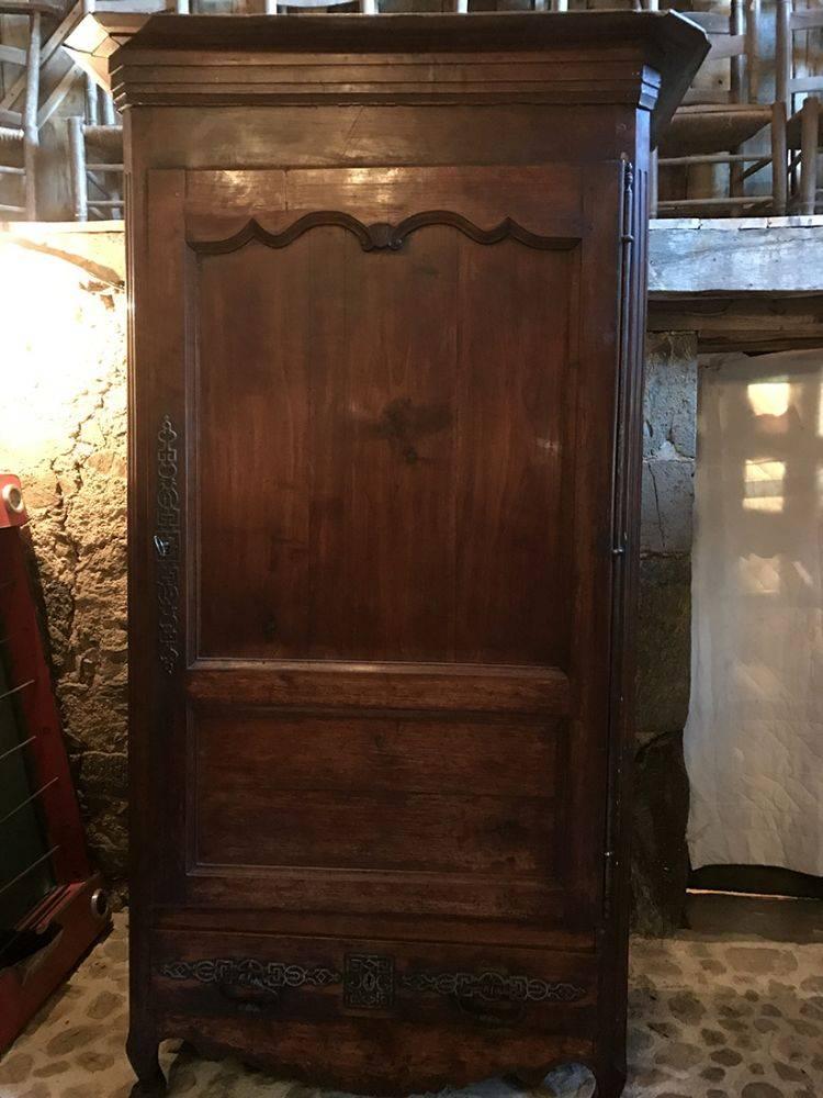 armoire une porte homme debout bonneti re xixe les. Black Bedroom Furniture Sets. Home Design Ideas