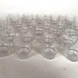 24 gobelets ou petits verres cristal Bayel