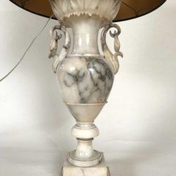 Grande lampe à poser en albâtre