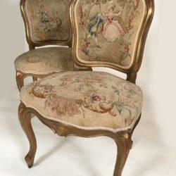 Paire de chaises de style Louis XV, bois doré