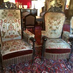 Exceptionnelle paire de très grands fauteuils Napoleon III