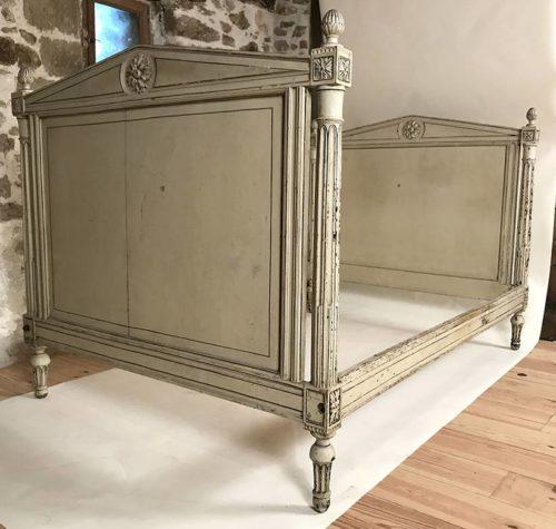 ancien lit de style louis xvi laqu gris beige rechampi. Black Bedroom Furniture Sets. Home Design Ideas