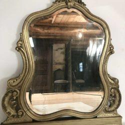Grand miroir biseauté de style Louis XV à poser