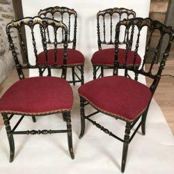 Série de 4 chaises Napoleon III bois noirci décors dorés.