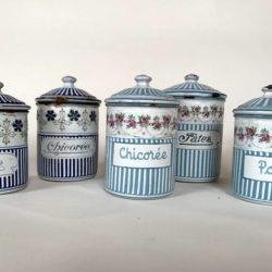 Série de 5 pots couverts en tôle émaillée. BB Guirlande de roses