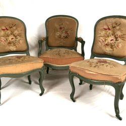 Fauteuil et paire de chaises de style Louis XV