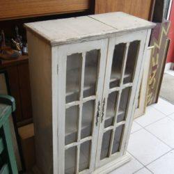 petite armoire vitrine ancienne