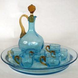 Service à alcool en verre coloré bleu et jaune