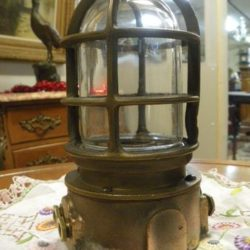 Lampe de bateau marine en bronze ancien
