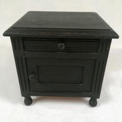 Petit chevet en bois peint noir mat
