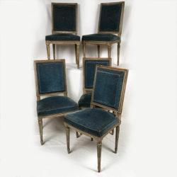 Cinq chaises de style Louis XVI en bois laqué gris