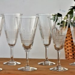 Série de 6 rares flûtes à champagne en cristal de Baccarat modèle Nancy