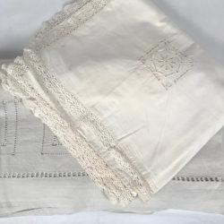 Lot linge ancien, un drap et une housse d'édredon