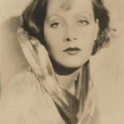 Photo portrait de Greta Garbo