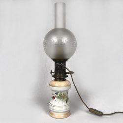 Lampe à pétrole montée à l'électricité  Réservoir porcelaine.