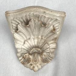 Console en plâtre fin XIXe  à décor de coquille