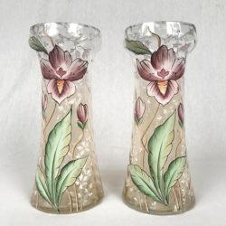 Paire de vases décor de fleurs émaillé polychrome vers 1900