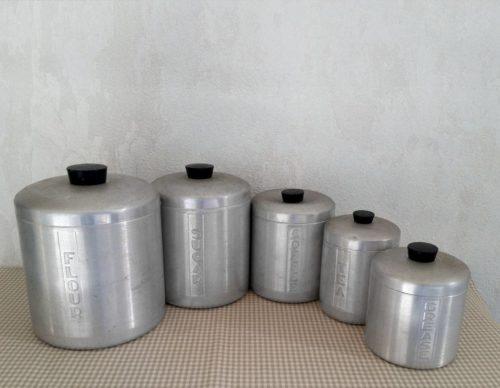 Pots à épices anciens aluminium
